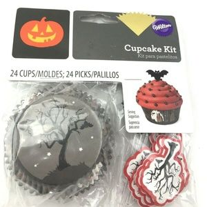 Wilton Halloween Cupcake kit molds and decor NIP